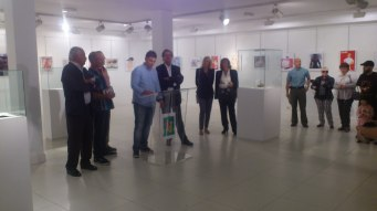 """Inauguración de la exposición de """"Josechu el Vasco"""" en la Torre de Ariz el 5 de octubre. Entre los presentes, los hijos del gran Joaquim Muntañola"""